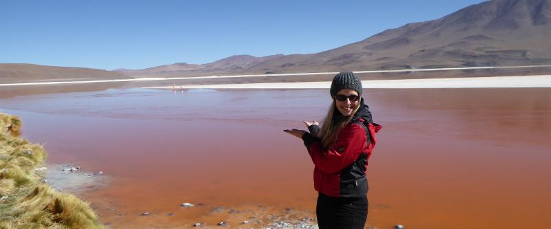 Bolivien-Expertin Christina Hillmair an der Laguna Colorada.