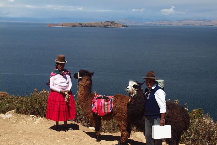 Bolivianische Indigene am Titicacasee